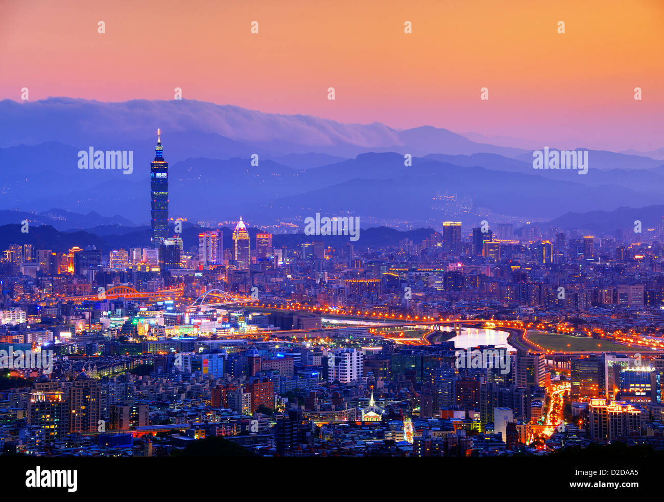 Taipei, Taiwán el famoso paisaje urbano. Imagen De Stock