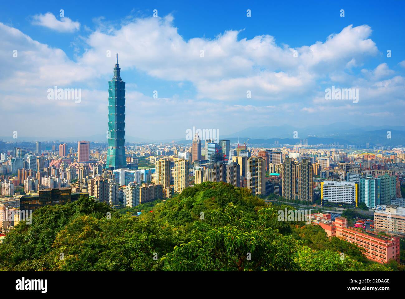 Taipei, Taiwán skyline vistos durante el día de los elefantes de montaña. Imagen De Stock