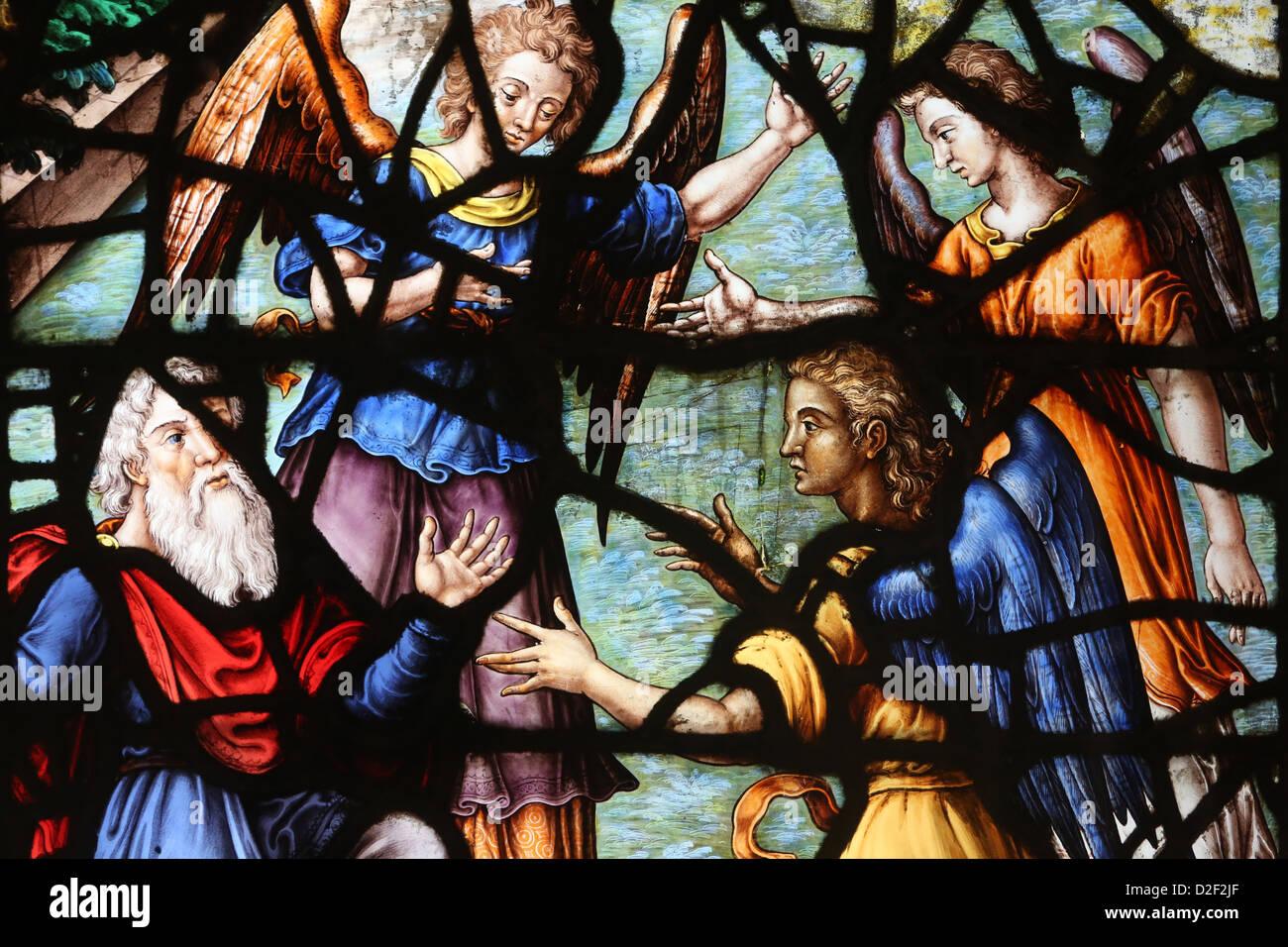 Saint Etienne du Mont iglesia. Las vidrieras del siglo 17. Abraham y los ángeles, París. Francia. Imagen De Stock