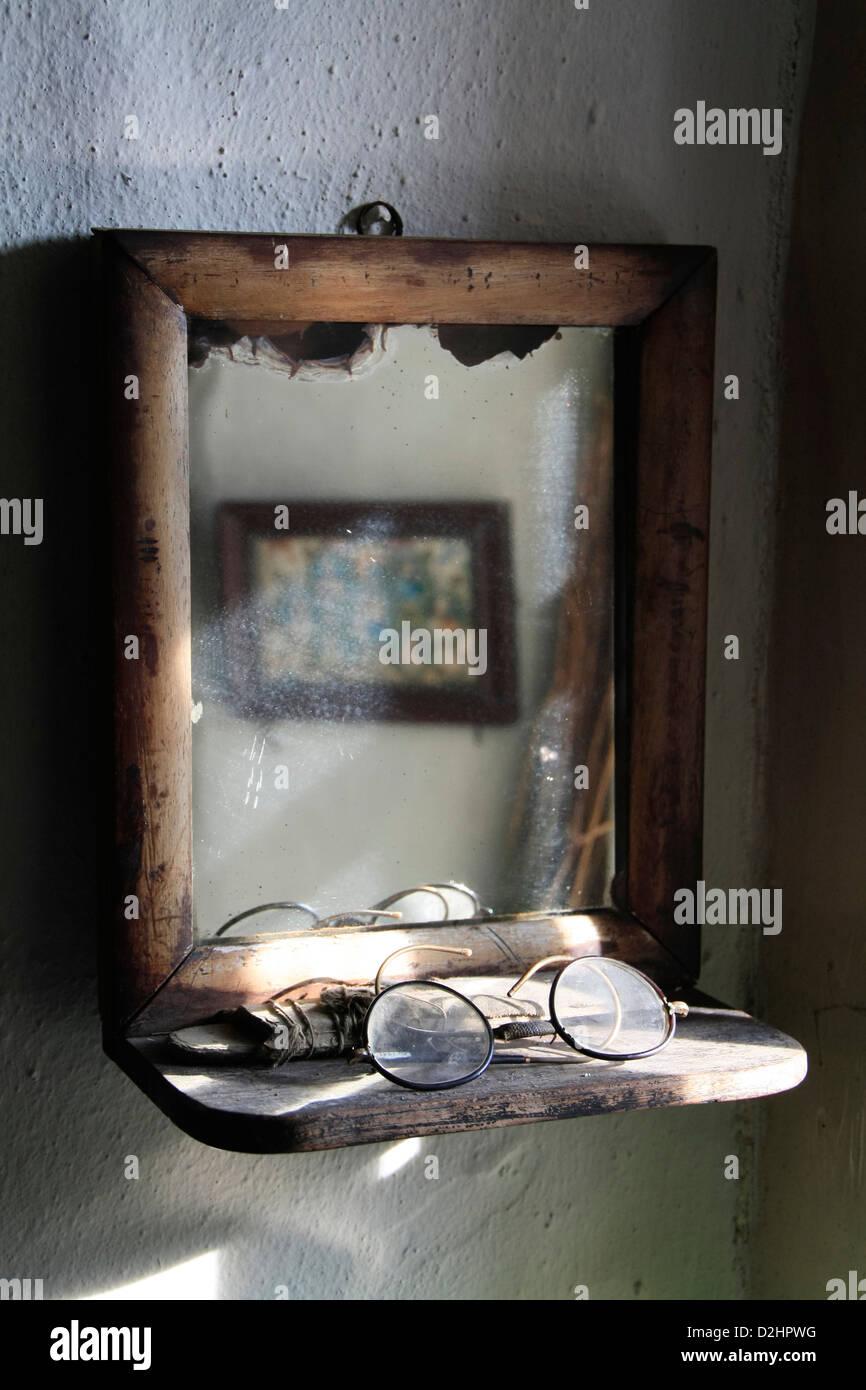 Espejo Vintage en Orkney croft Imagen De Stock