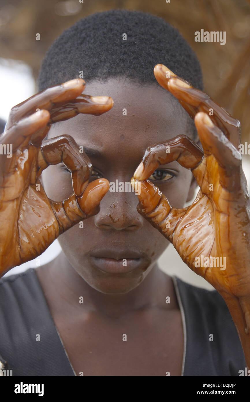 manos de aceite de Palma Imagen De Stock