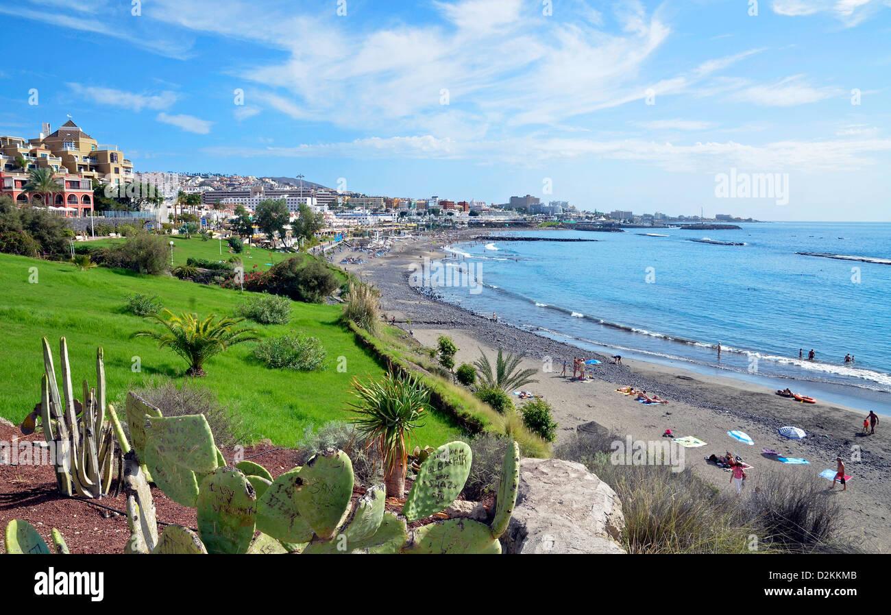 Una vista de la Playa Fanabe mirando hacia Torviscas en la isla de Tenerife Imagen De Stock