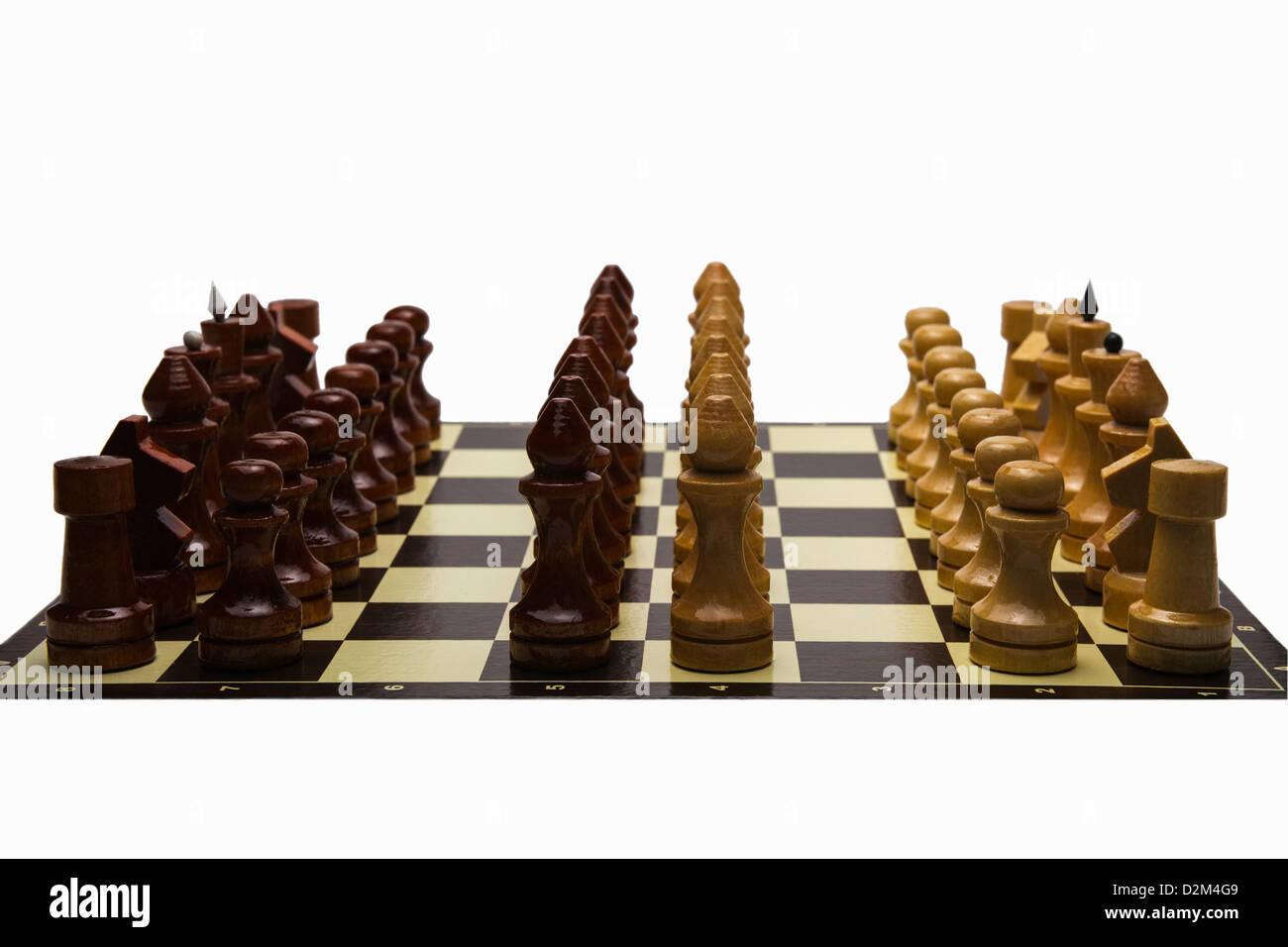 Guerra Fría. Un tablero de ajedrez con dos filas adicionales de los obispos sobre la línea del frente Imagen De Stock