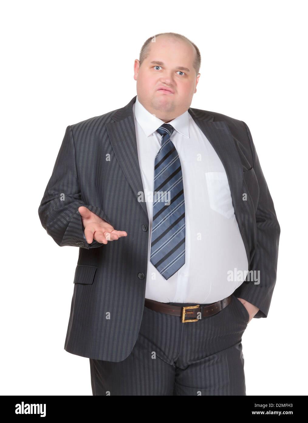 Empresario obesos en un traje y corbata de pie frente a la cámara haciendo un punto Imagen De Stock