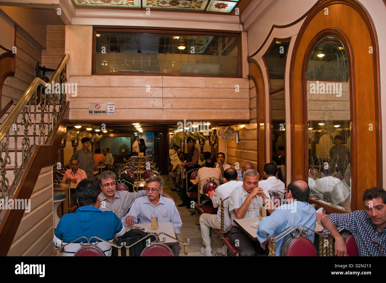 Mumbai (Bombay) India Fort local Pub Bar Café Indio Imagen De Stock