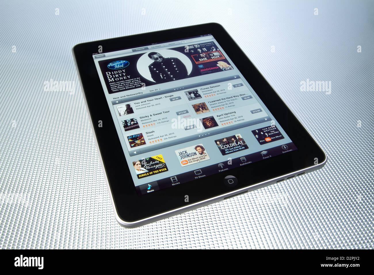 Hamburgo, Alemania, a través de la iPad con adquirir y descargar música de iTunes Imagen De Stock