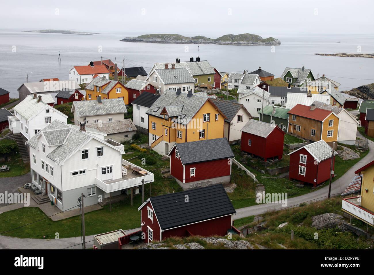 Una vez una pequeña aldea de pescadores en la isla de Ona, ahora verano cabañas, Ona, Sandoy, Noruega Imagen De Stock
