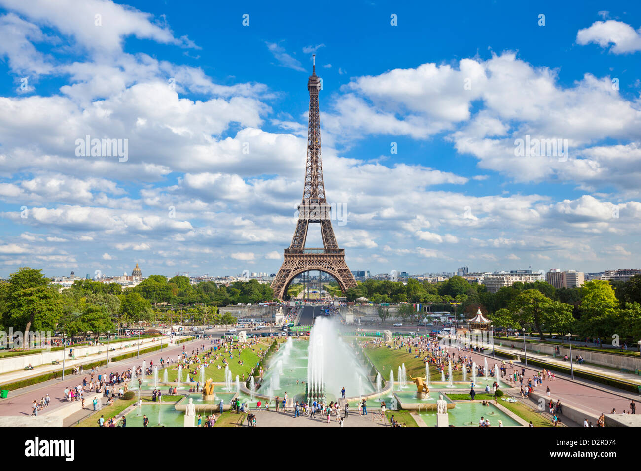La Torre Eiffel y el Trocadero Fountains, París, Francia, Europa Imagen De Stock