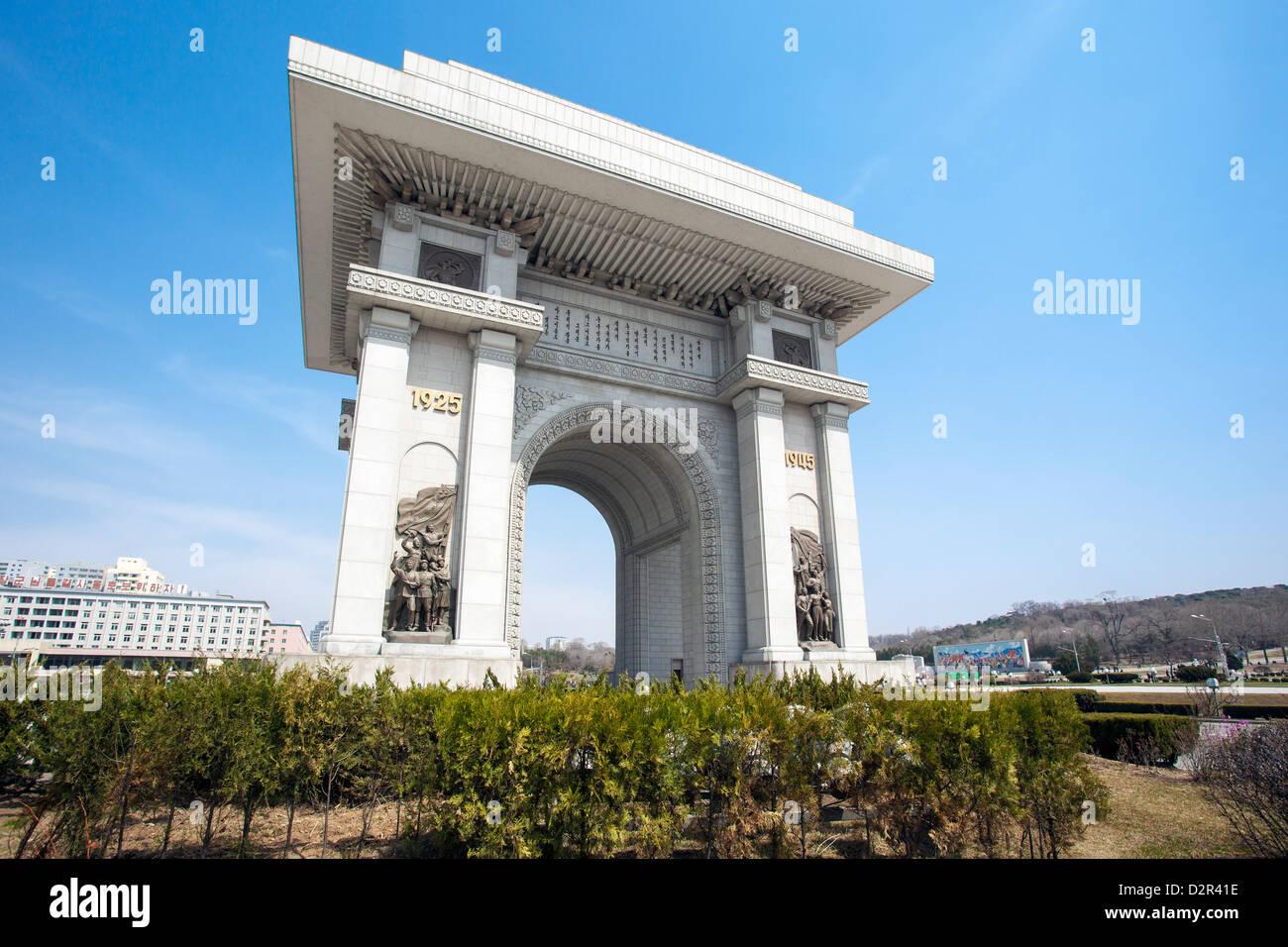 Arco de Triunfo, superior a 3m del Arco de Triunfo en París, Pyongyang, Corea del Norte Imagen De Stock