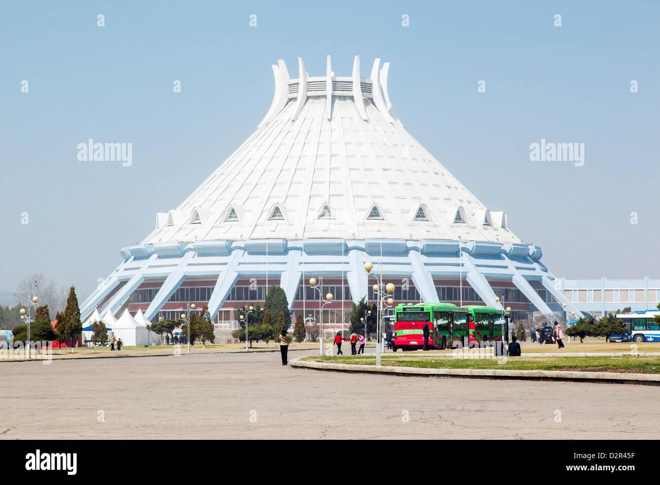 Estadio deportivo cubierto, Pyongyang, República Popular Democrática de Corea (RPDC), Corea del Norte, Imagen De Stock