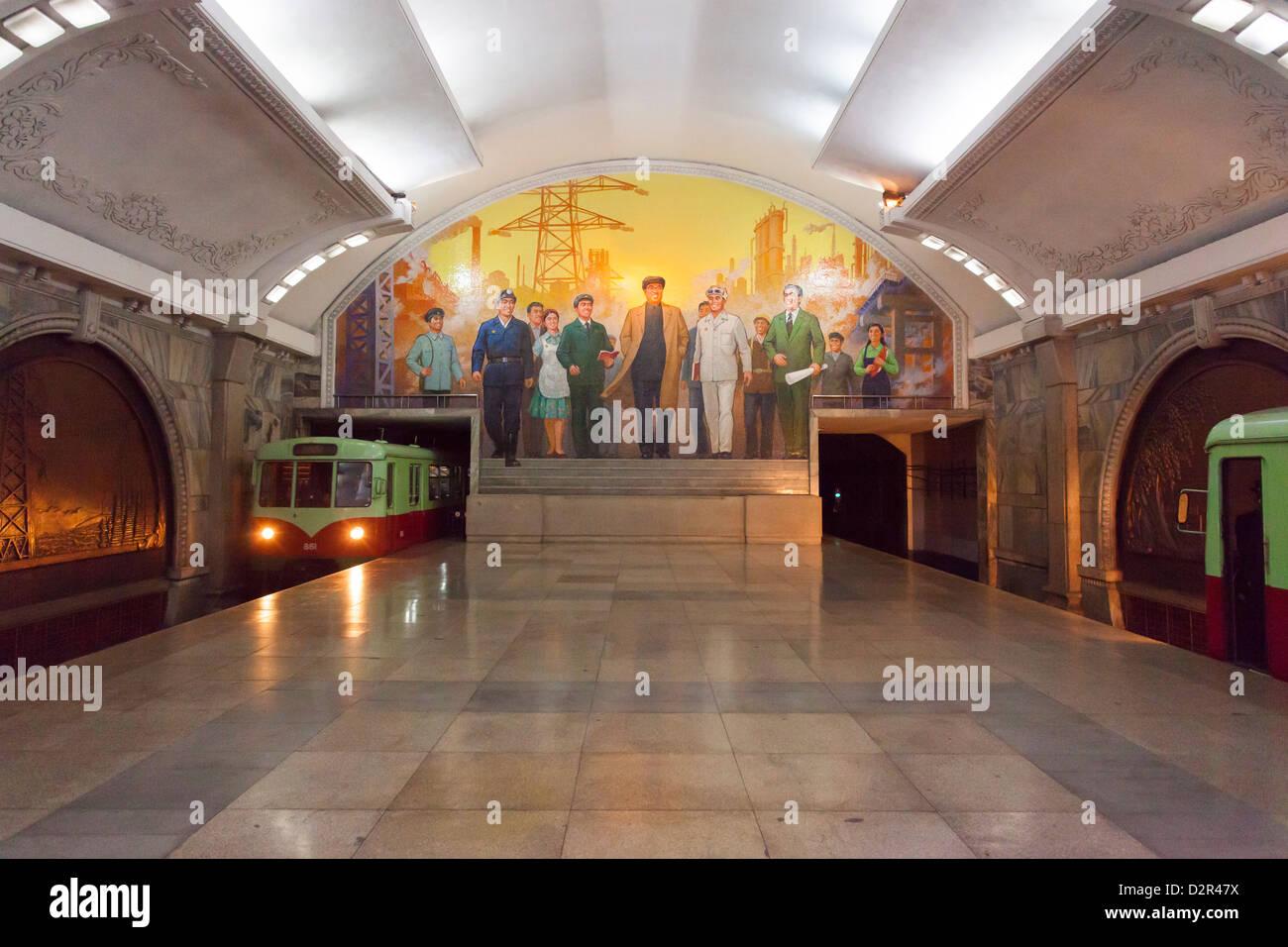 Estación Punhung, uno de los muchos 100 metros de profundidad en las estaciones de metro la red de metro de Imagen De Stock