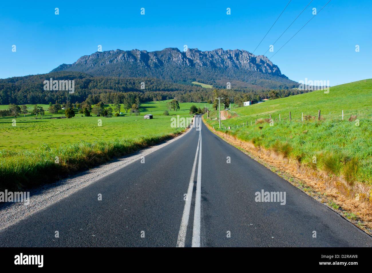 Cradle Mountain visto desde alrededor de Sheffield, Tasmania, Australia, el Pacífico Imagen De Stock