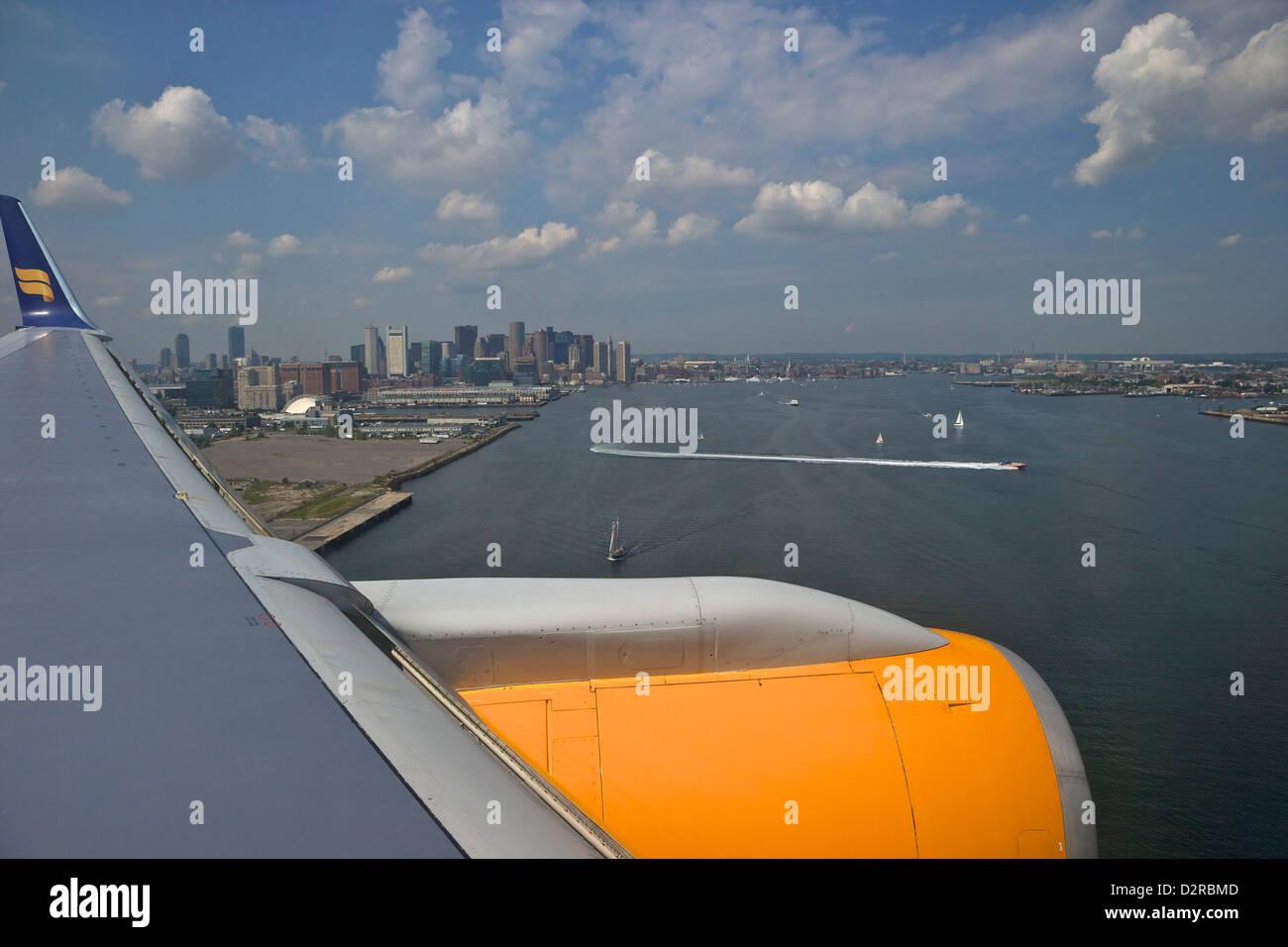 Vista desde la ventana de aviones a reacción de pasajeros Icelandair en Boston, Massachussets, Nueva Inglaterra, Foto de stock