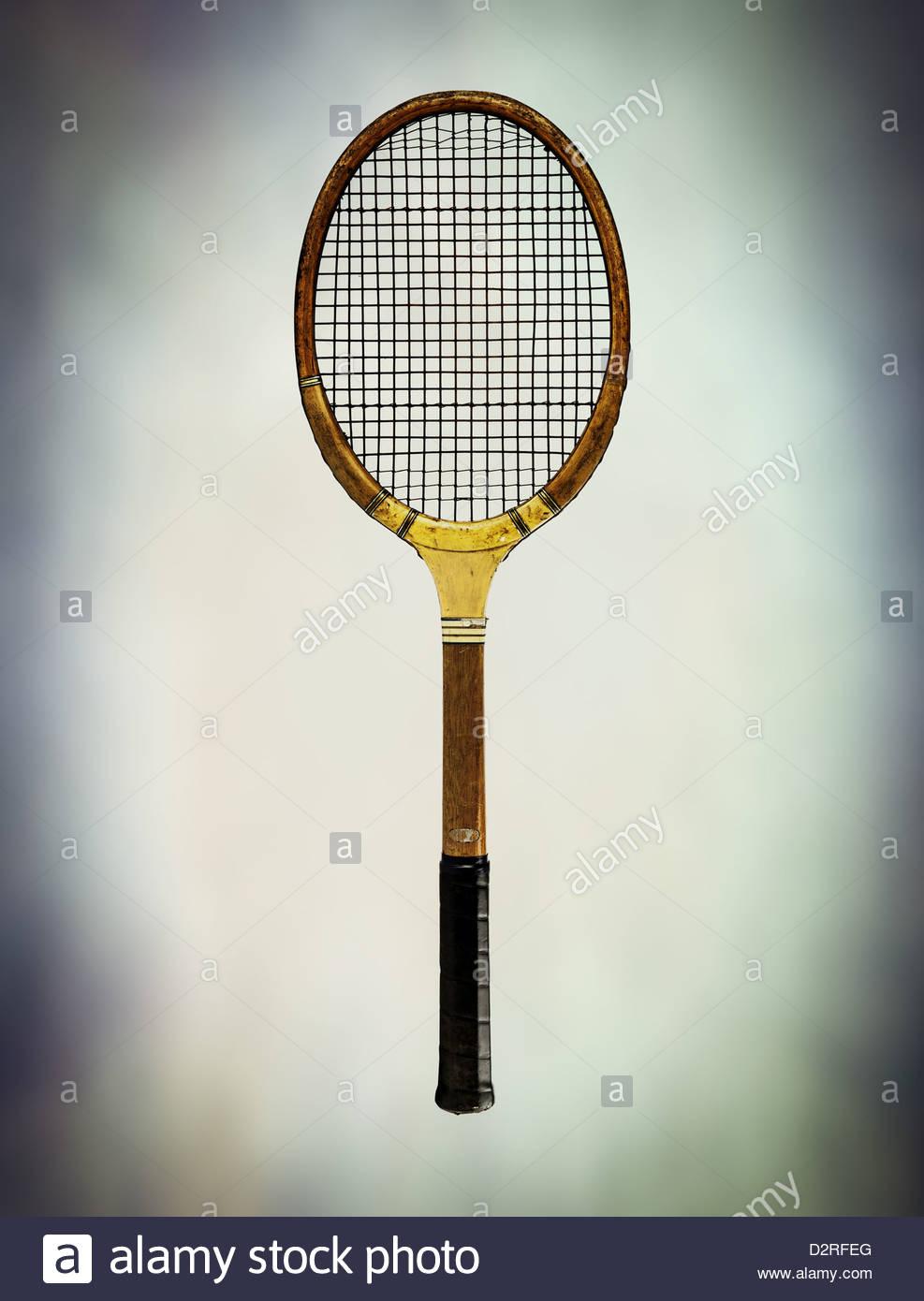 Raqueta de tenis de madera antigua Imagen De Stock