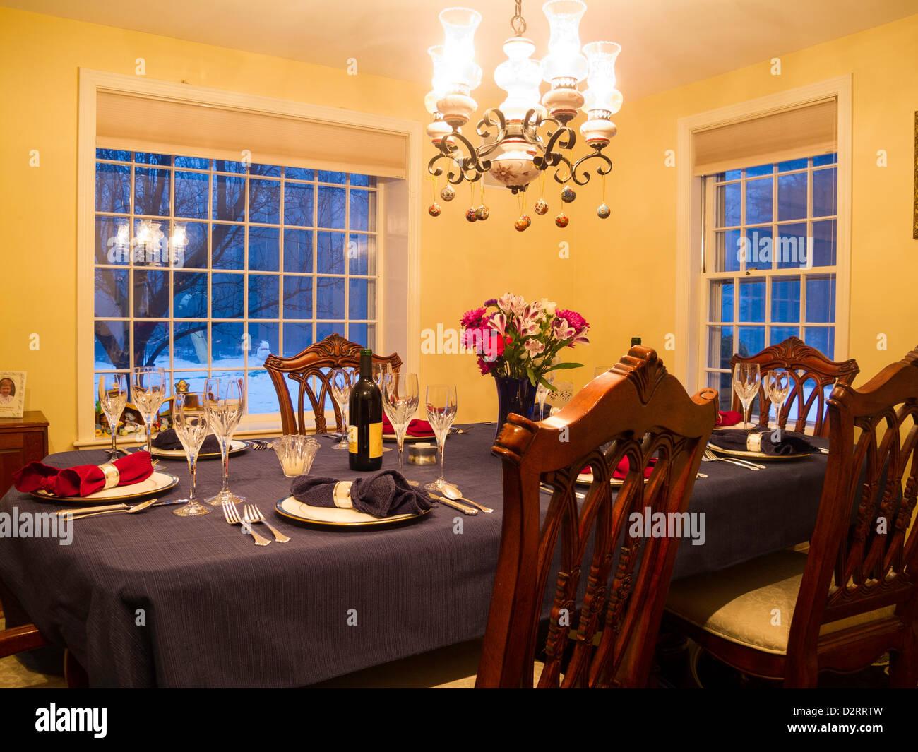 Mesa De Comedor residencial formal está configurado para una comida, EE.UU. Imagen De Stock