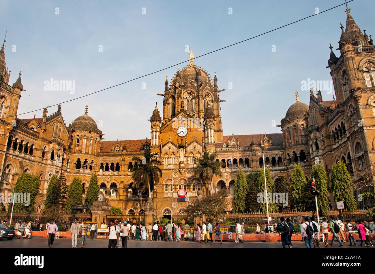 El Chhatrapati Shivaji ( ) estación Victoria Terminus Mumbai (Bombay) renacimiento de la arquitectura gótica Imagen De Stock