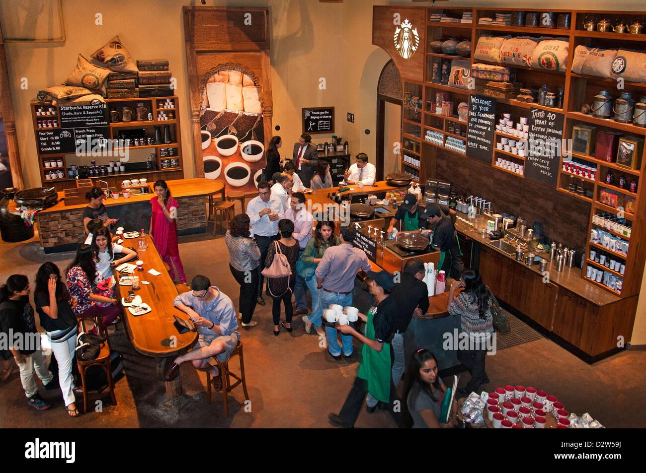 Starbucks Coffee trendy cool Mumbai (Bombay ) café bar India Imagen De Stock