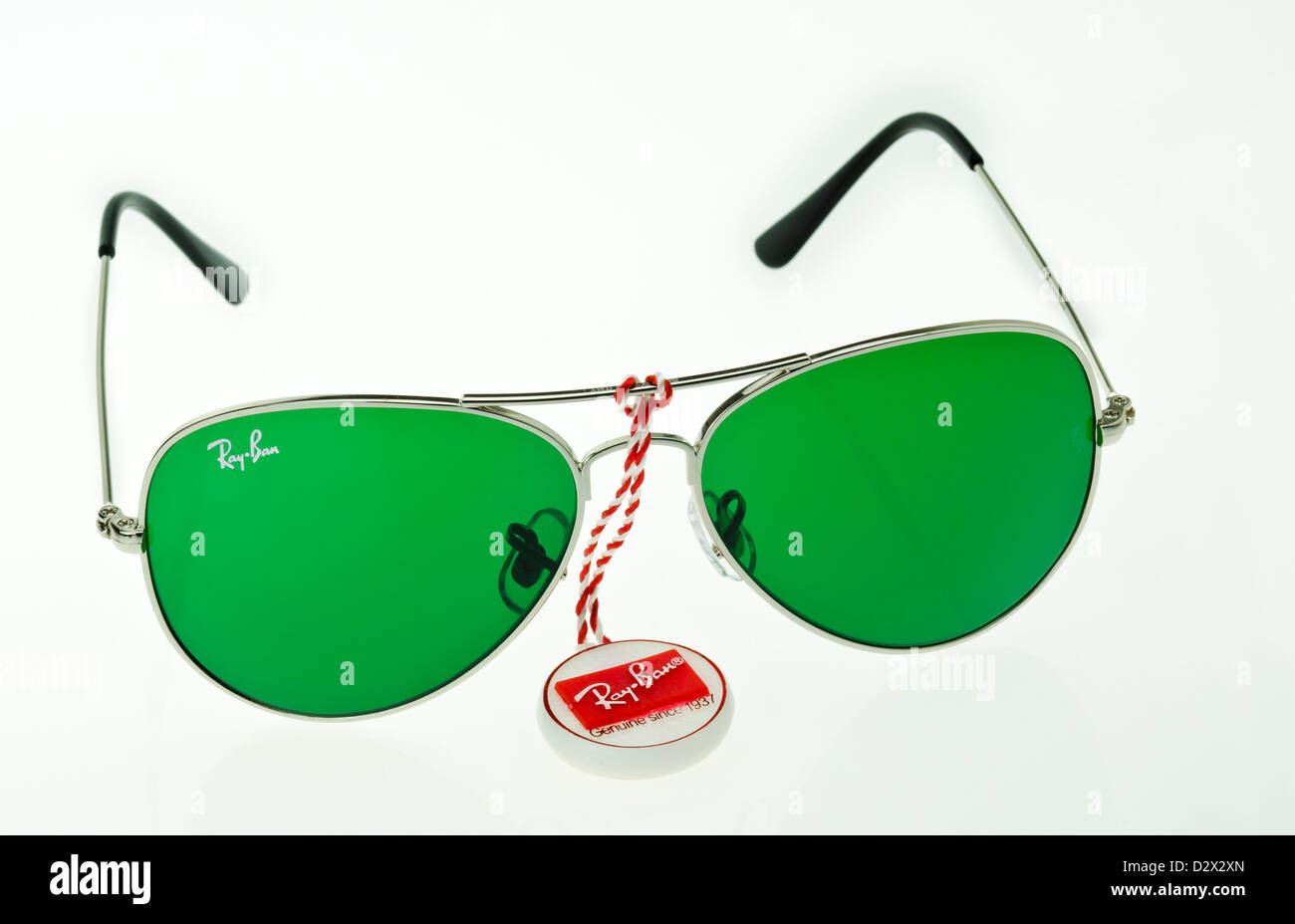b05d0d56da Fake Ray Ban gafas de sol desde China Foto & Imagen De Stock ...