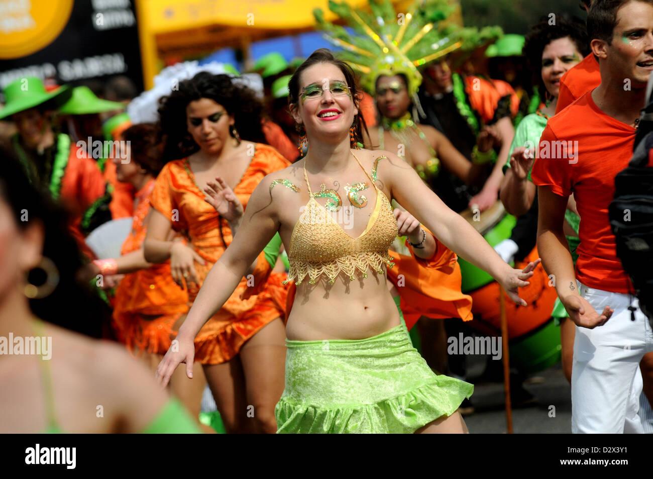 Berlín, Alemania, el bailarín en el Carnaval de las Culturas 2010 Imagen De Stock