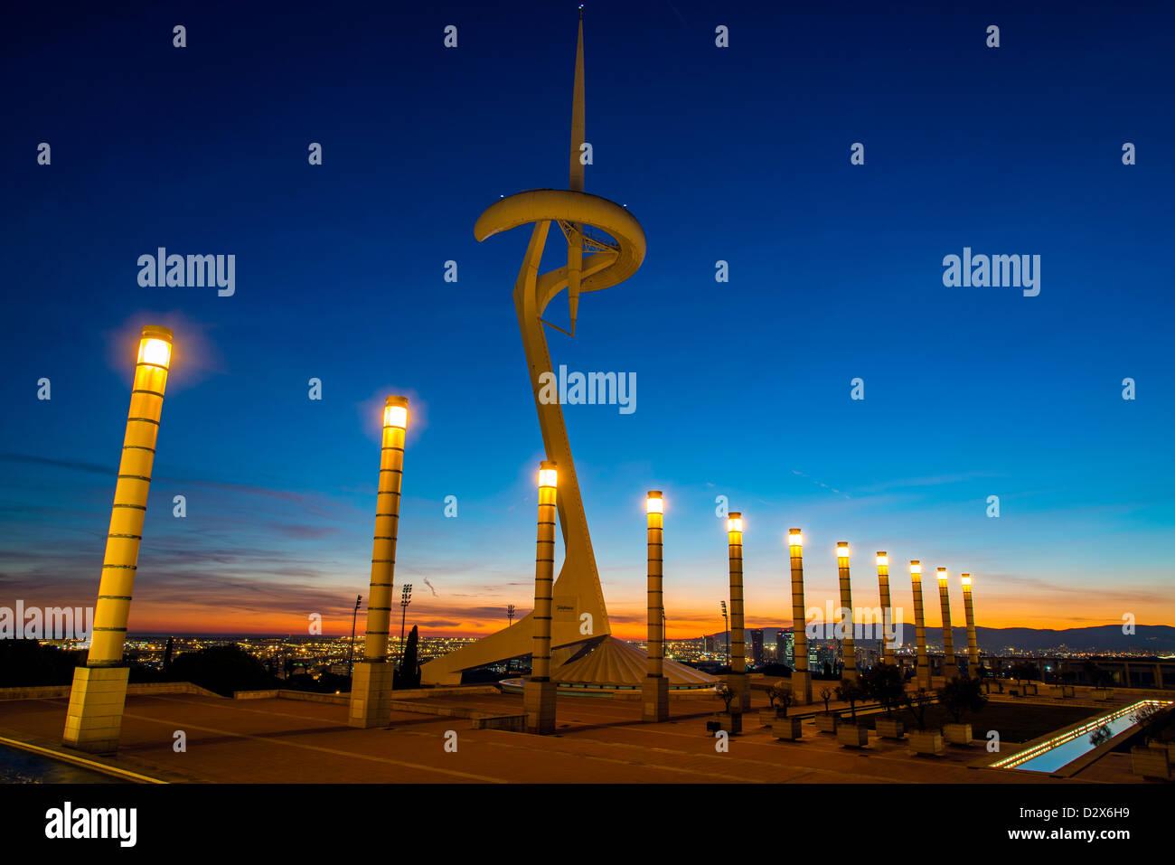 Puesta de sol vista de la Torre de Calatrava, el Parque Olímpico, Barcelona, Cataluña, España Imagen De Stock