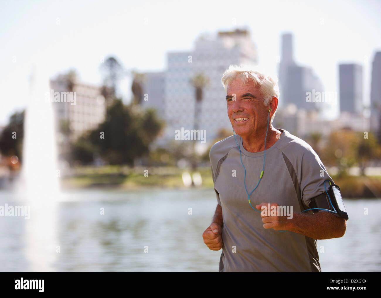 Anciano trotar al aire libre Imagen De Stock