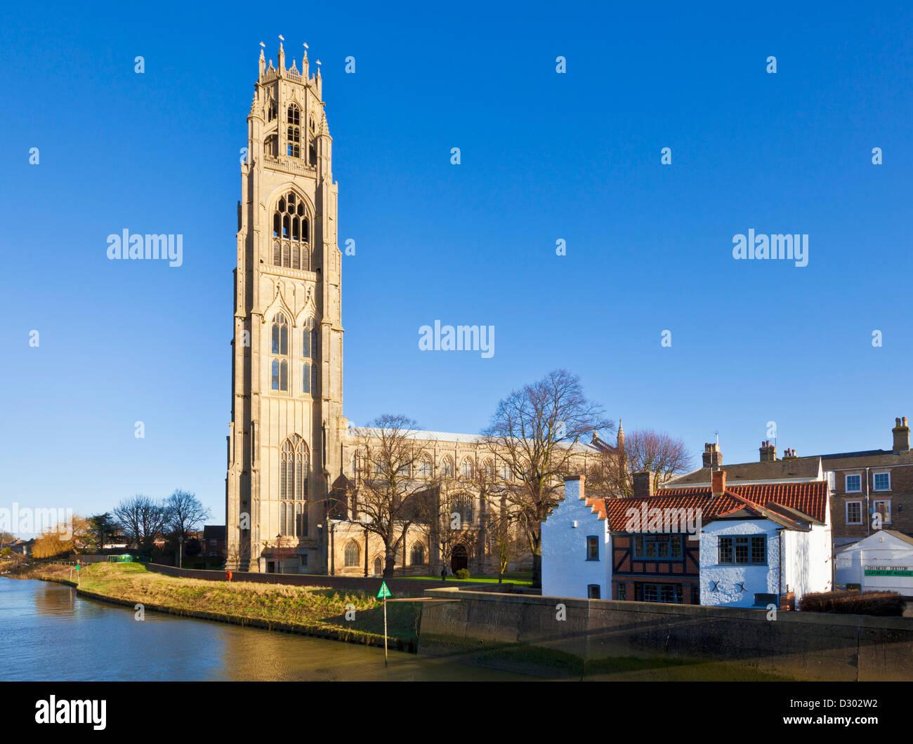 El Boston stump o St Botolph's church y el río Witham Boston Inglaterra Lincolnshire GB UK EU Europa Imagen De Stock