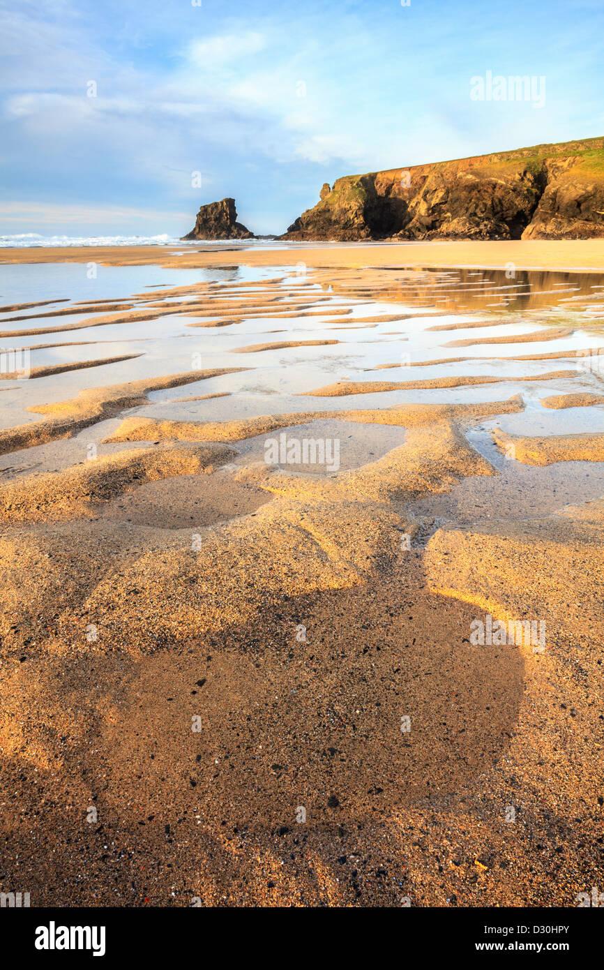 Patrones de arena en la playa en Porthcothan en North Cornwall Imagen De Stock