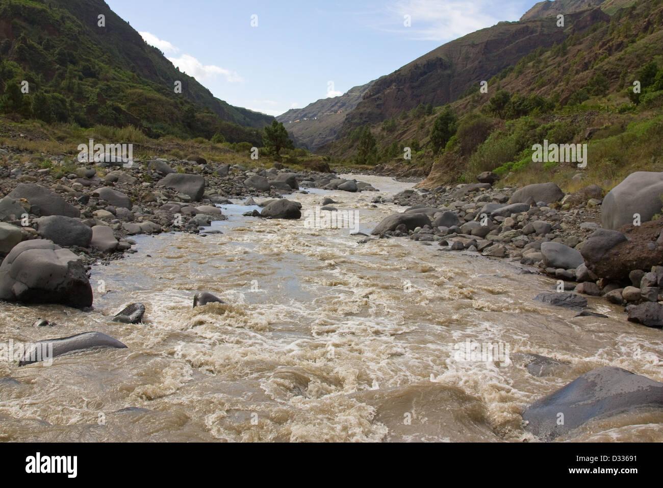 Río de montaña Imagen De Stock