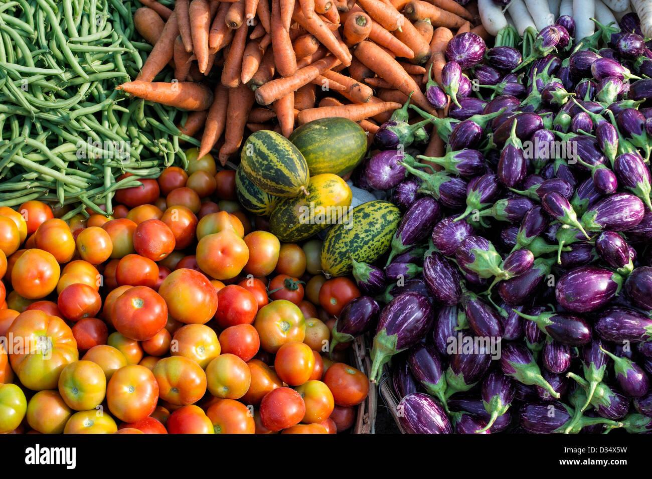 Indian verduras en una aldea rural mercado, Andhra Pradesh, India. Imagen De Stock