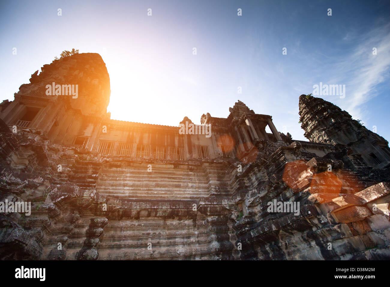 Angkor Wat es el templo hindú más grande complejo que se ha convertido en un símbolo de Camboya. Imagen De Stock