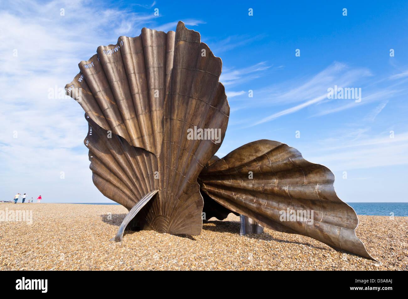 Las vieiras en Aldeburgh Playa concha escultura de acero por el artista Maggi Hambling Aldeburgh Suffolk playa East Imagen De Stock