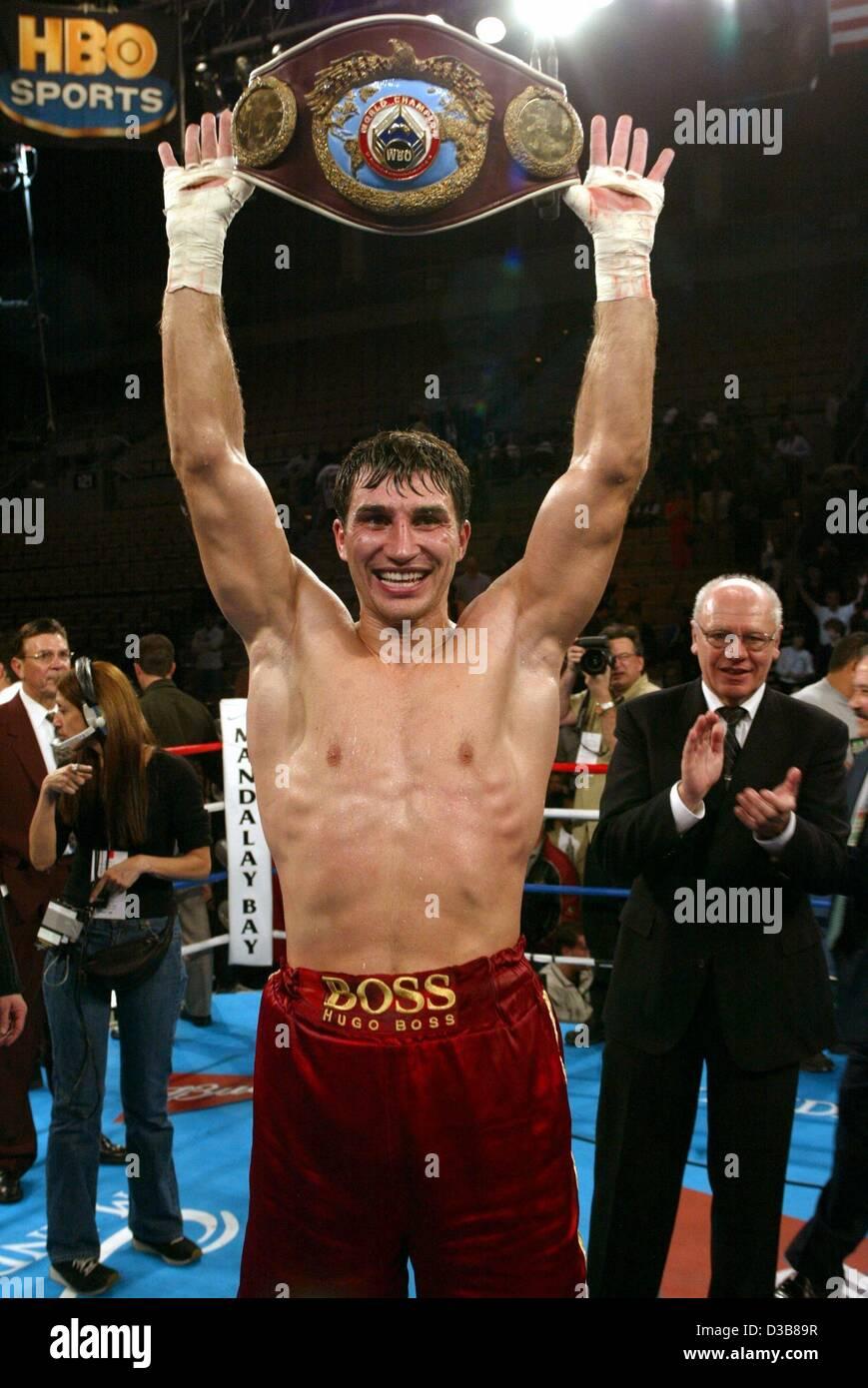 El boxeador peso pesado Wladimir Klitschko poco después de ganar su título WBO lucha vs. el boxeador estadounidense Foto de stock