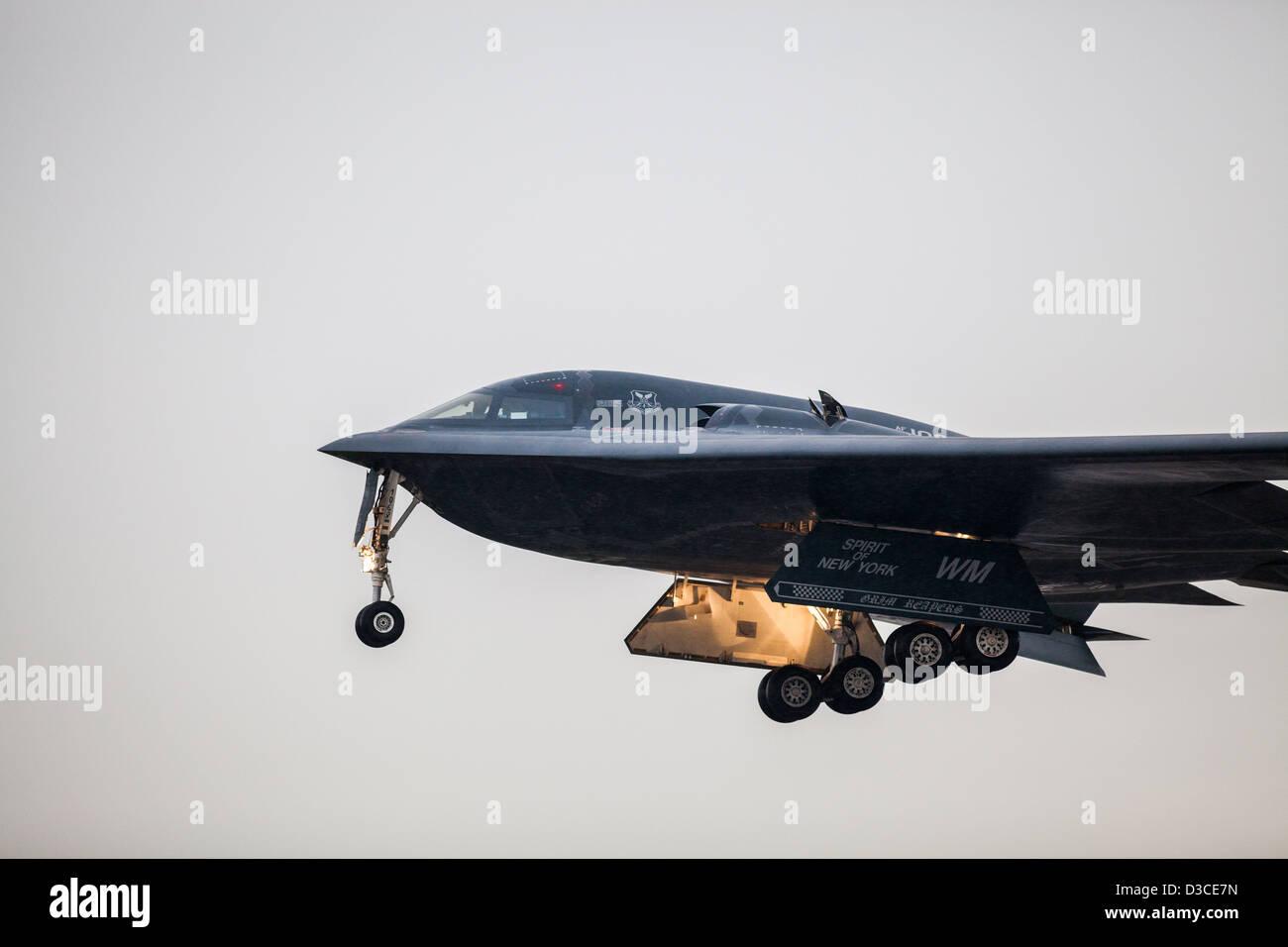 Bombardero B2 en la aproximación a la RAF Fairford Foto de stock