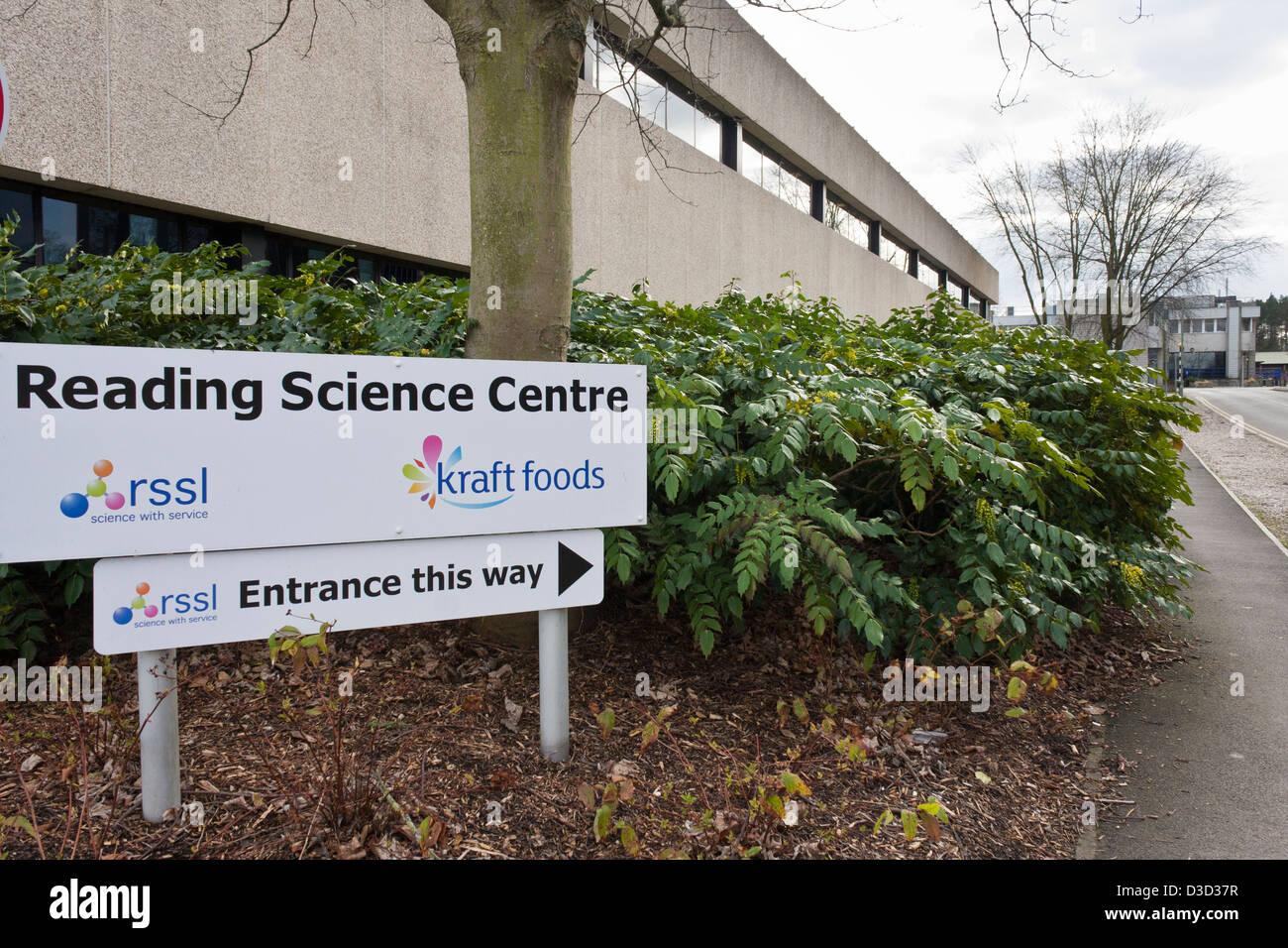 Vista exterior de las oficinas, los laboratorios y las instalaciones de pruebas de lectura limitada de servicios Imagen De Stock