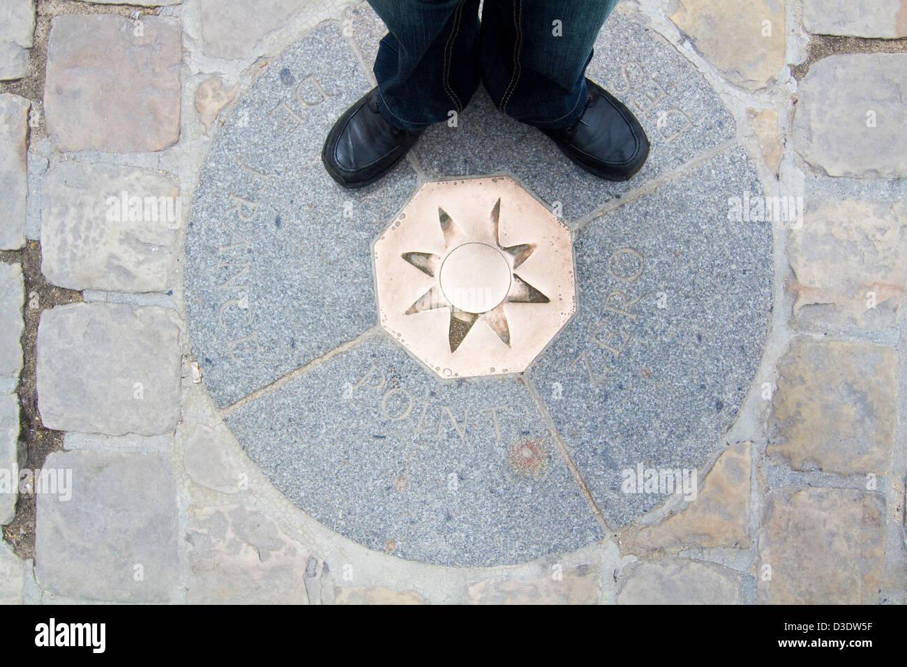 Famoso punto cero marca en París, a partir del cual se miden todas las distancias en Francia. Imagen De Stock