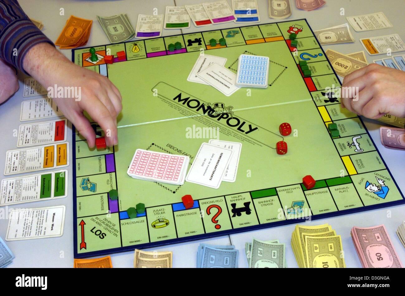 Dpa La Gente Juega El Famoso Juego De Mesa Monopolio En