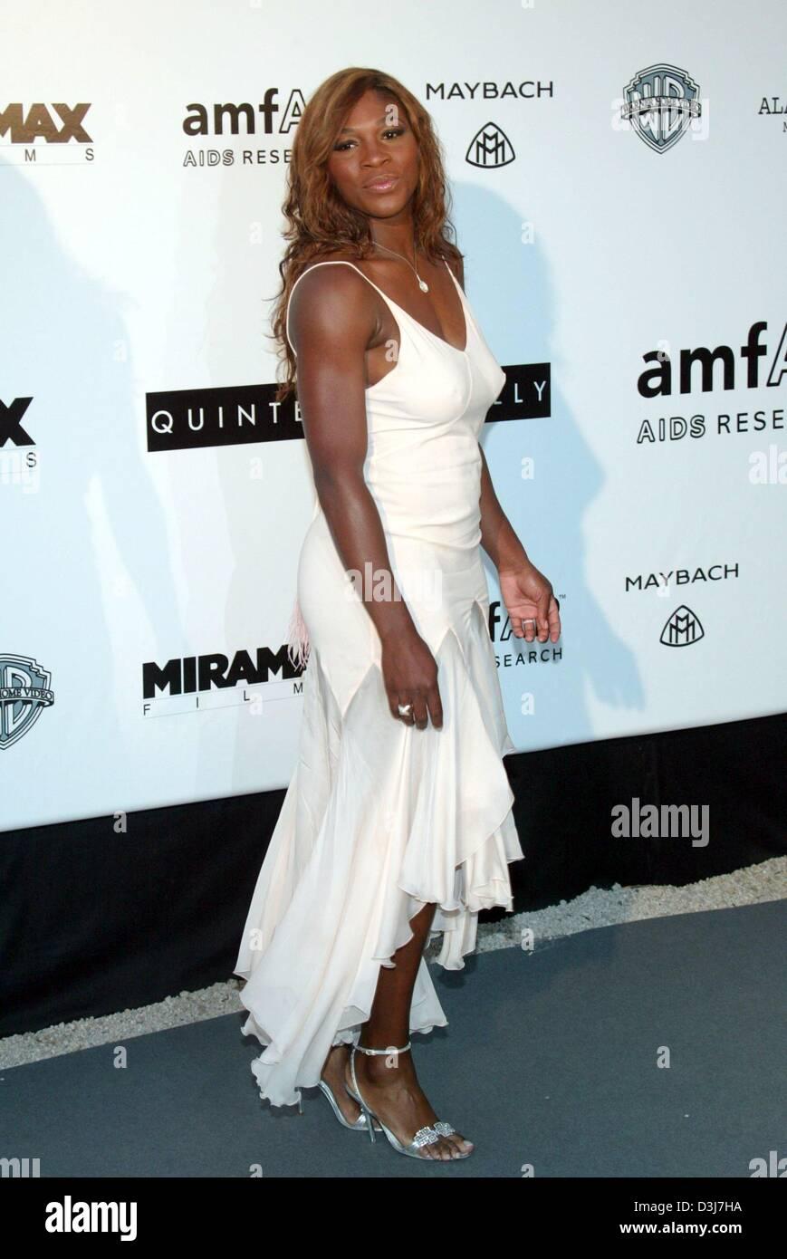 (Dpa) - La tenista estadounidense Serena Williams posa para las cámaras en el cine amfAR contra el SIDA evento de caridad en el Moulin de Mougins, cerca de Cannes, Francia, el 20 de mayo de 2004. Foto de stock
