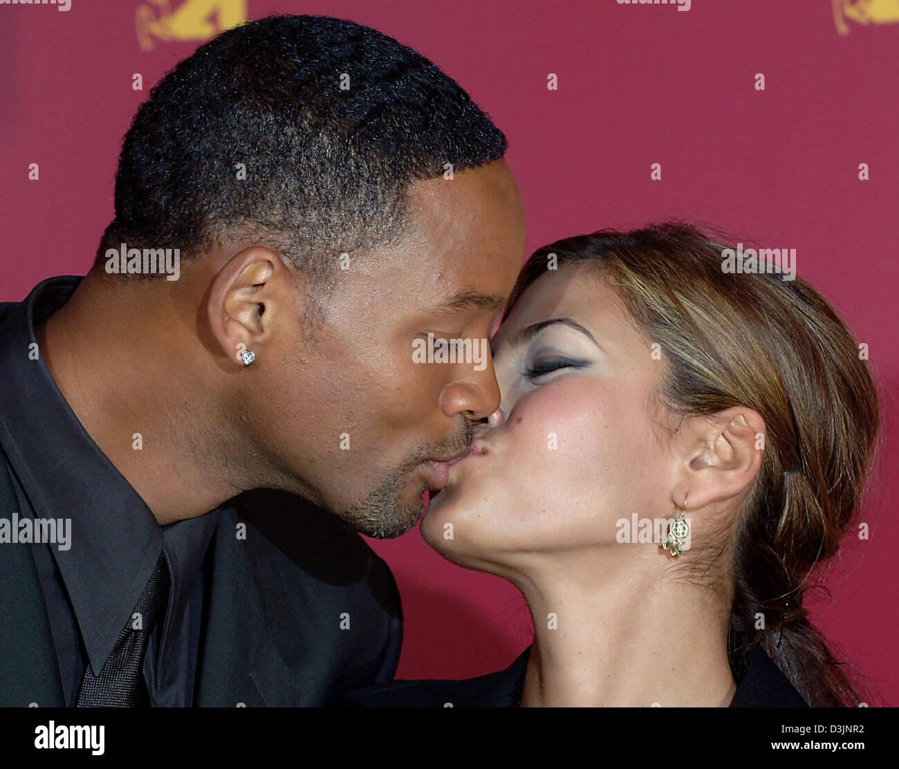 Eva Mendes Kissing Scene