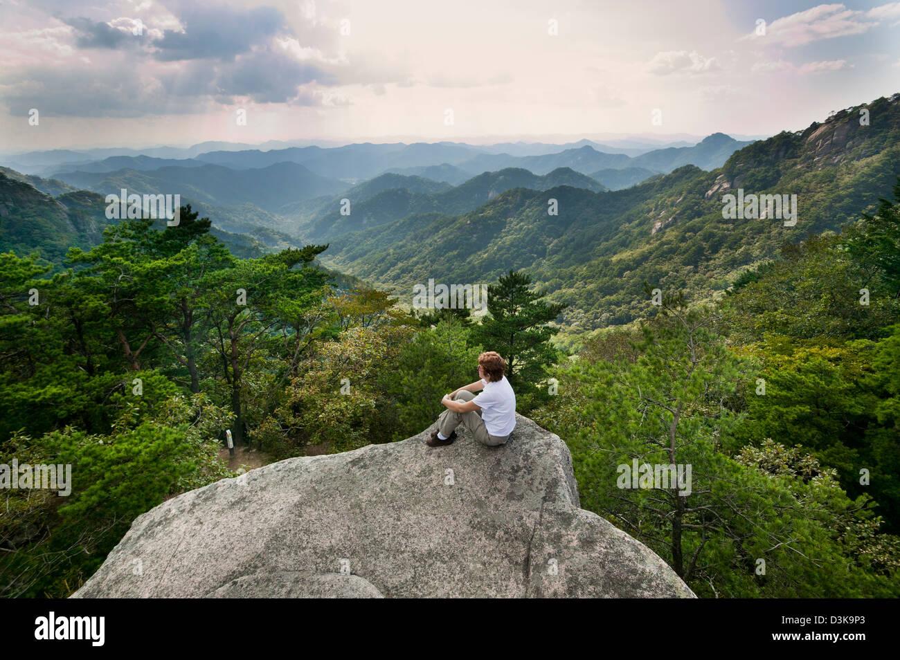 República de Corea, Chungcheongbuk-Do, Parque Nacional Songnisan, panorama de montaña Imagen De Stock
