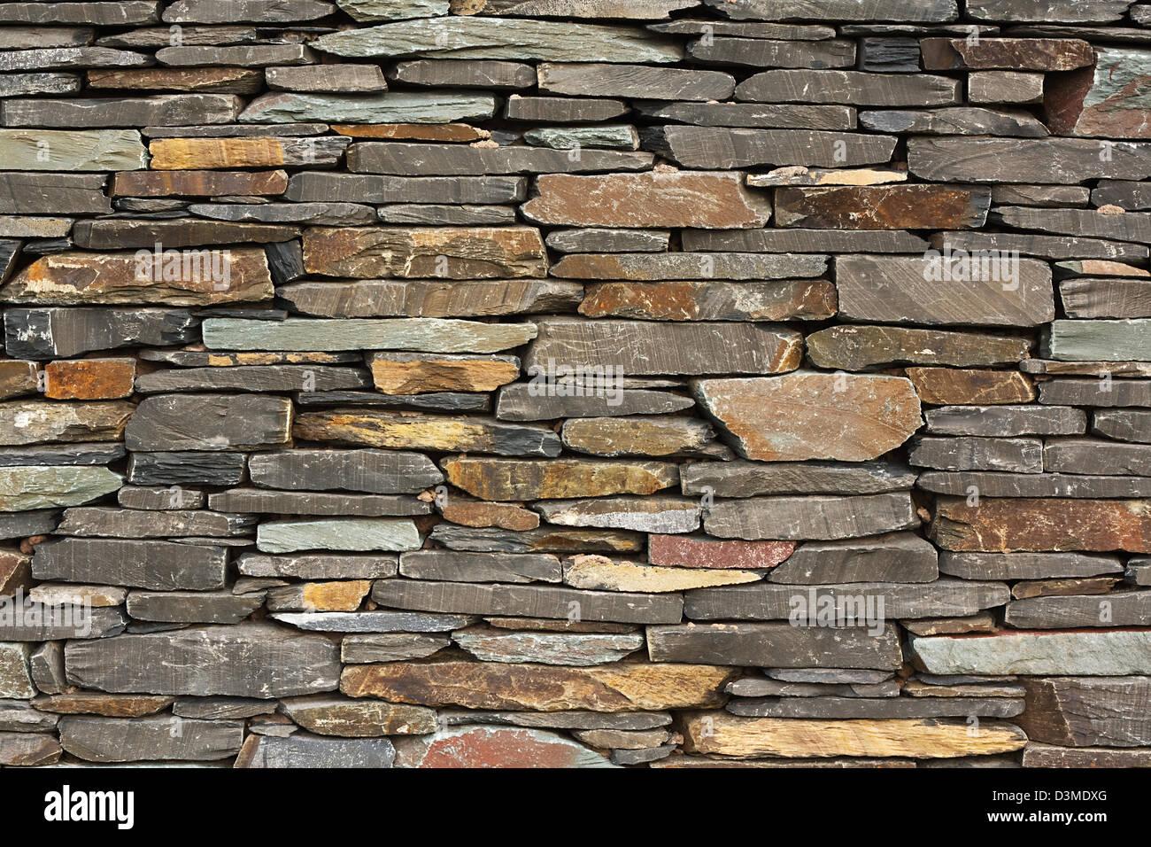 Recién construido muro de piedra seca característica arquitectónica en la pared gran edificio buenos Imagen De Stock