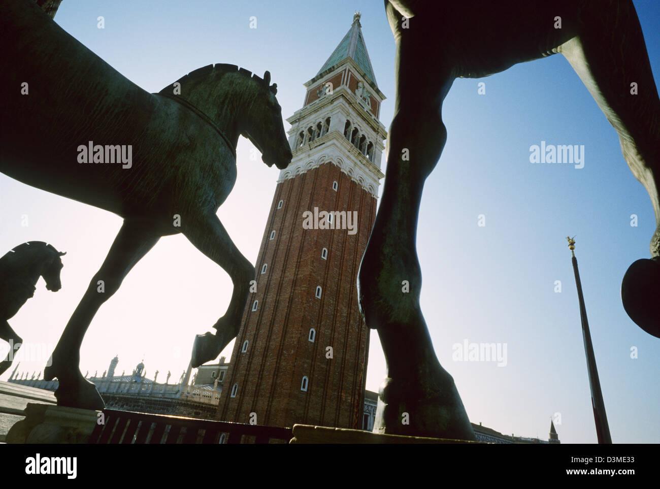 Caballos de Bronce en la Loggia de la Basílica de San Marcos y el ...