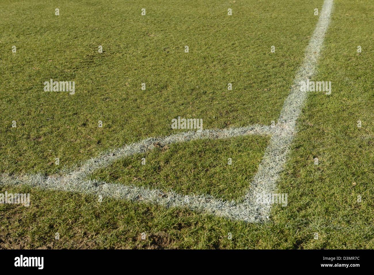 Campo de fútbol de marcado de la esquina Foto de stock