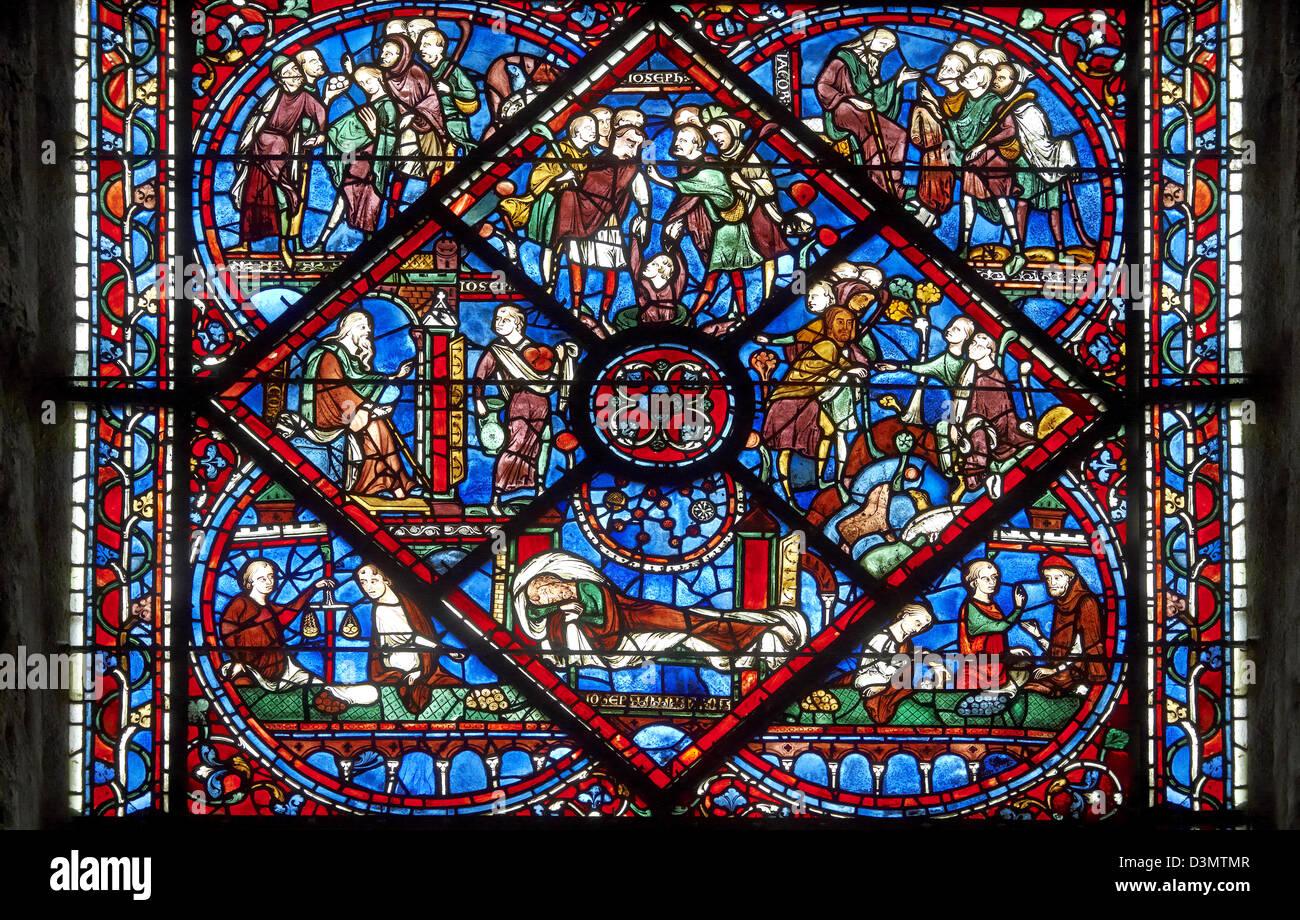Windows medieval de la catedral de Chartres, Francia- dedicado a José Patriach . Imagen De Stock