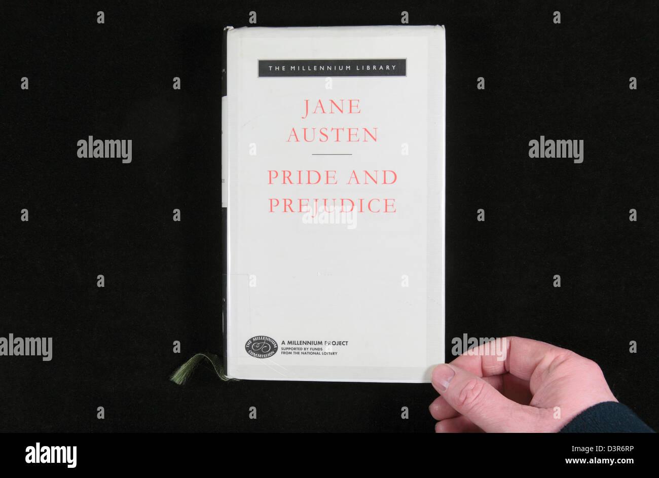 """La tapa del libro de """"Orgullo y prejuicio"""", escrito por Jane Austen. Imagen De Stock"""