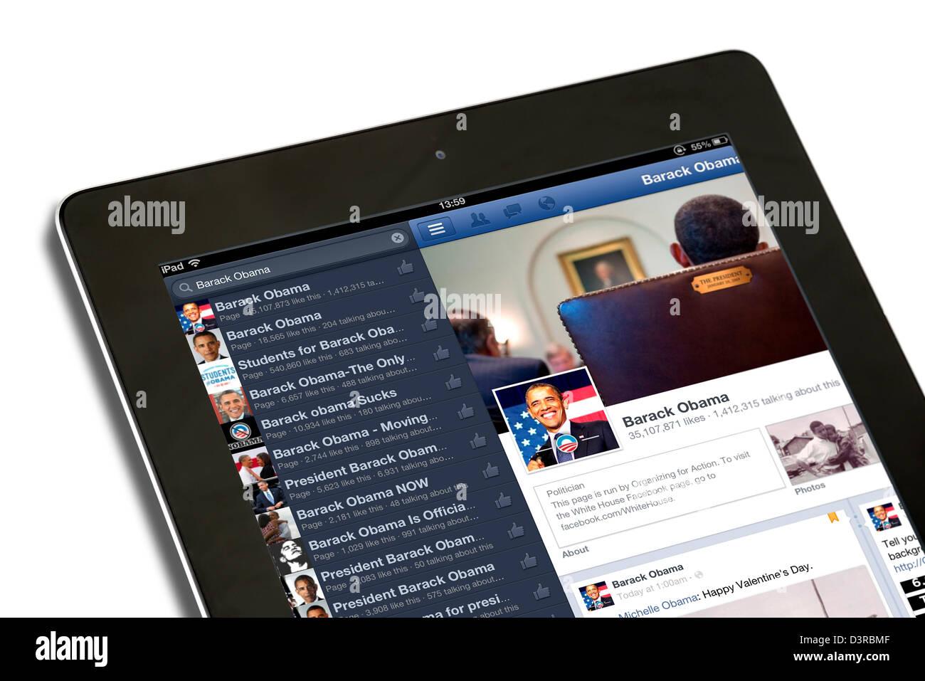 Buscar Facebook para el presidente estadounidense, Barack Obama, en una 4ª generación de Apple iPad, UK Imagen De Stock