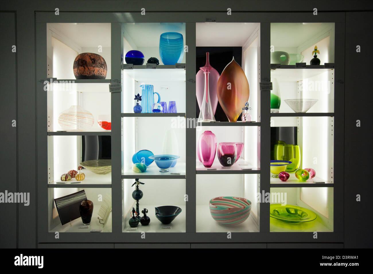 En la pantalla de vidrio contemporáneo en el Canberra cristalerías. Canberra, Australian Capital Territory Imagen De Stock