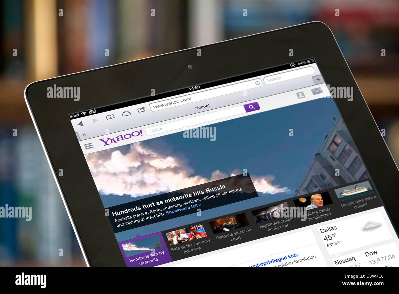 Ee.Uu. Yahoo Search y Front page ver en un iPad 4ª generación Imagen De Stock
