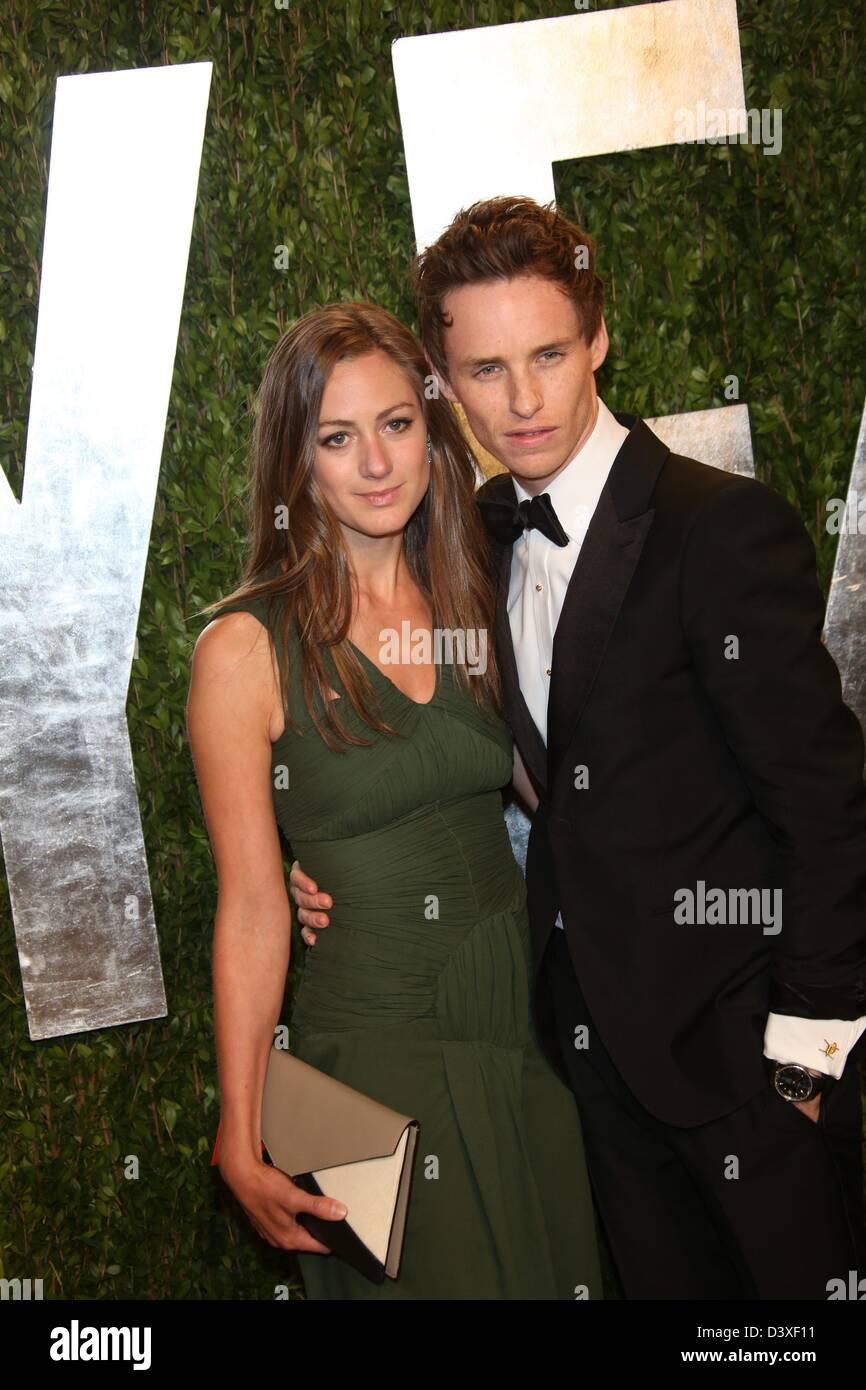 El actor Eddie Redmayne y Hannah Bagshawe llegan a la Vanity Fair Oscar Party en Sunset Tower de West Hollywood, Foto de stock