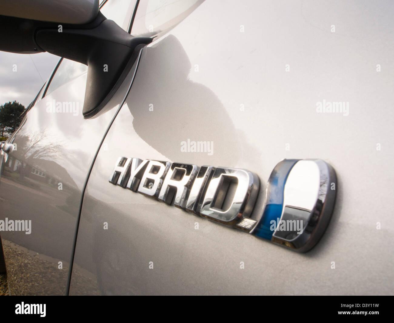 Un Aura de Toyota Hybrid Synergy Drive un coche. Imagen De Stock