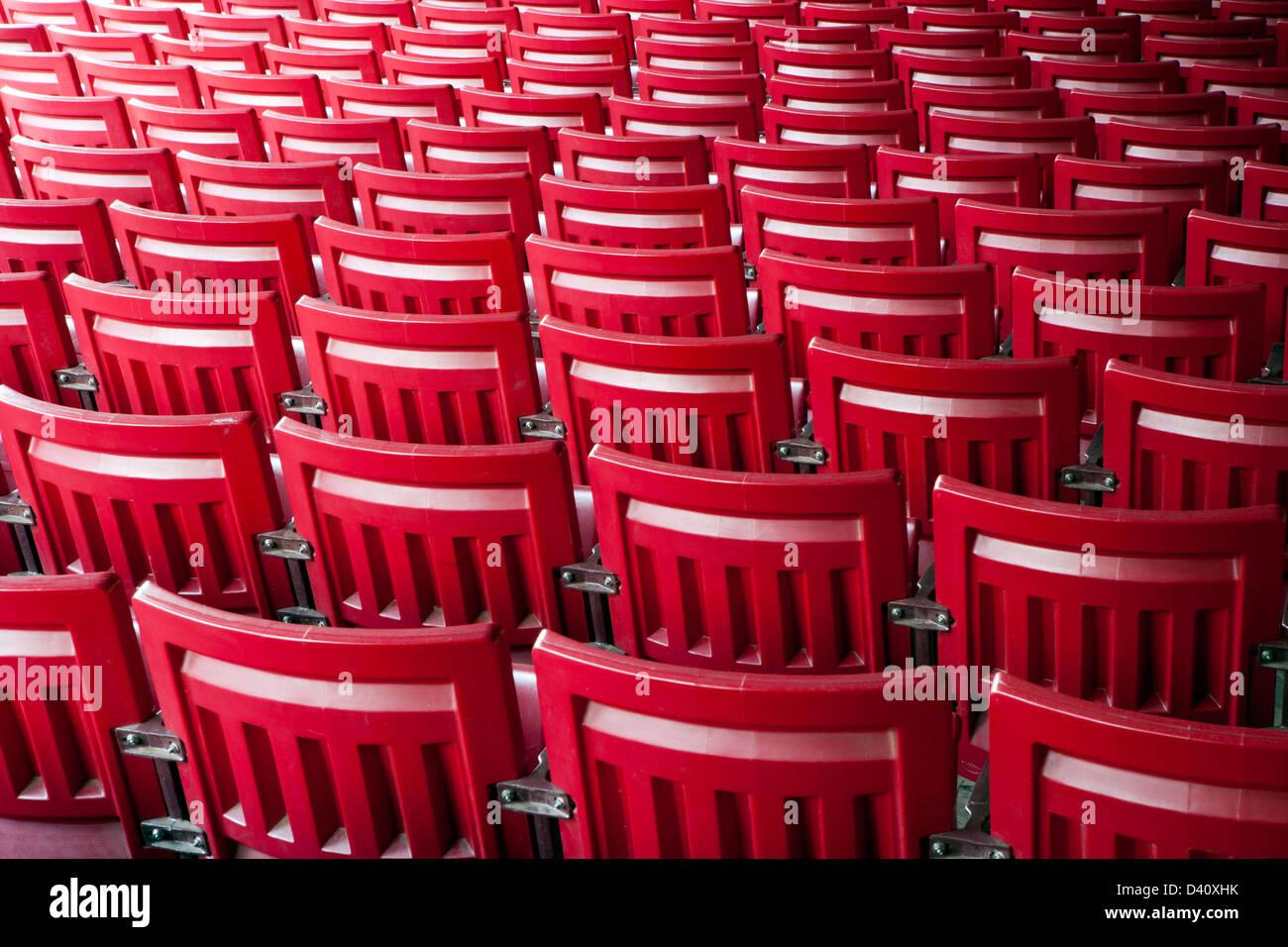 La repetición de patrones Silla Roja Imagen De Stock